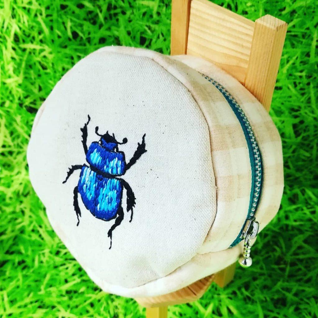 虫の刺繍ポーチ カブトムシ