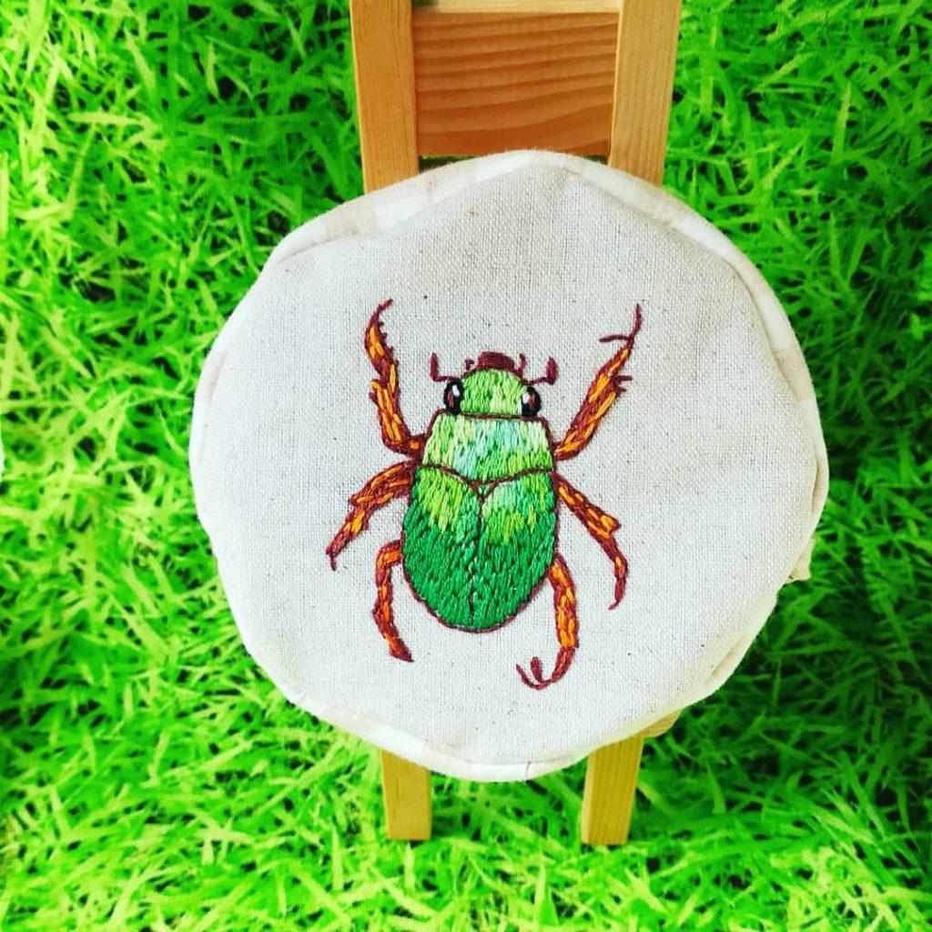虫の刺繍ポーチ カナブン