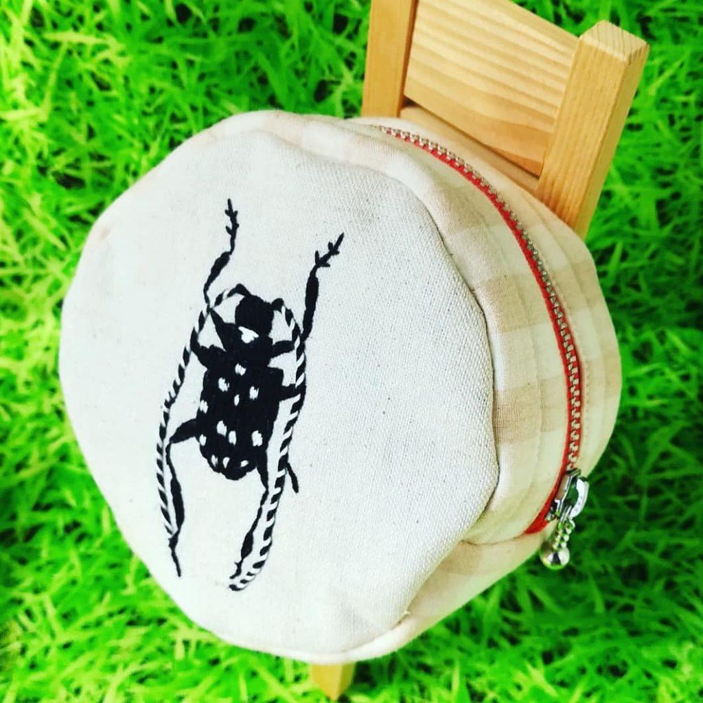 虫の刺繍ポーチ カミキリムシ