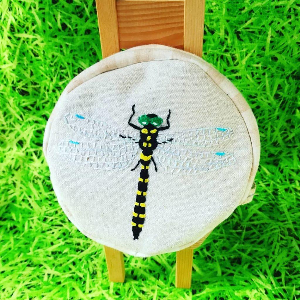 虫の刺繍ポーチ トンボ